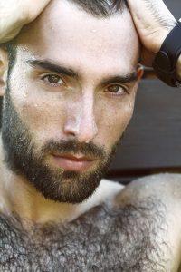 Za nadmierne i rzadkie owłosienie odpowiada testosteron.