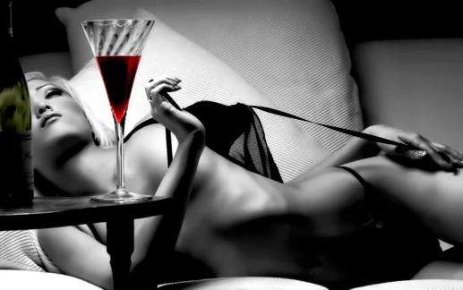 Wino i seks. Dlaczego po winie mam większą ochotę na seks?
