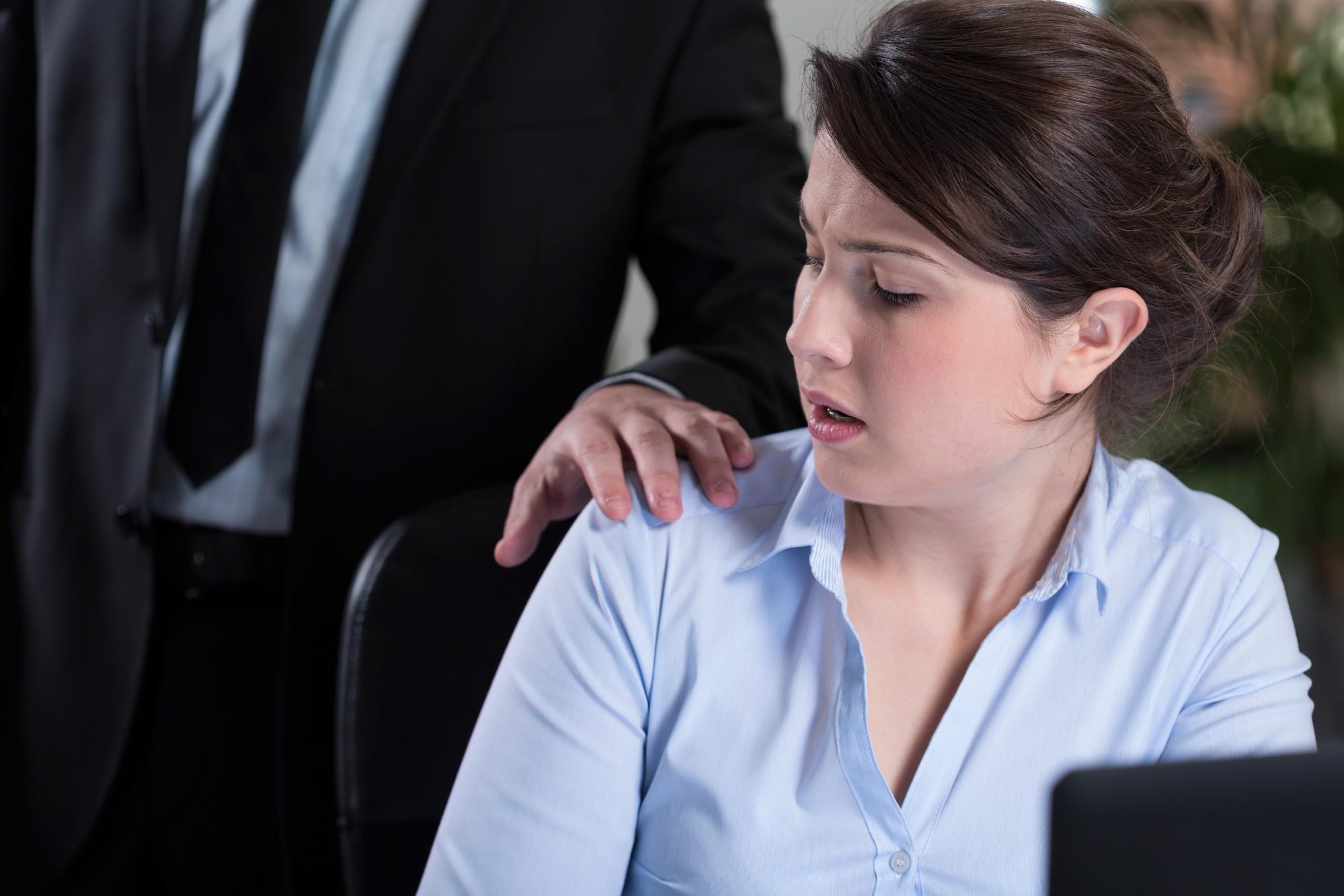 Molestowanie seksualne - nadmierna poufałóść w miejscu pracy