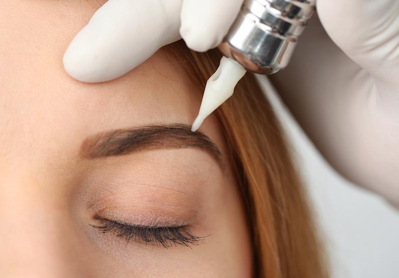 Tatuaż i makijaz permanentny można usunąć