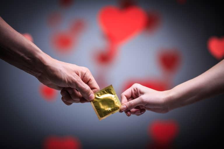 Jak założyć prezerwatywę?