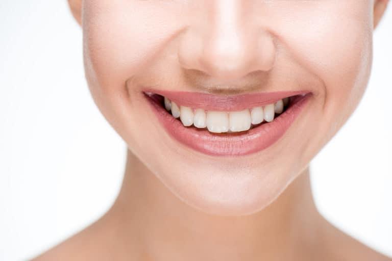 Uśmiech –  białe, równe, zdrowe zęby