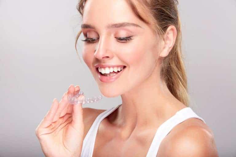 Aparat ortodontyczny, którego nie widać