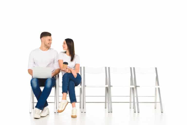 Flirt – czy to już zdrada czy niewinna gra?